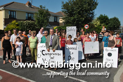 chapel_gate_residents_protest_to_new_road_markings_in_balbriggan_18jul13_6