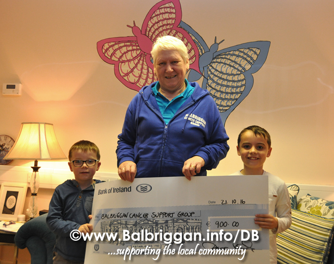 cheque_presentation_to_balbriggan_cancer_support_group_21oct16