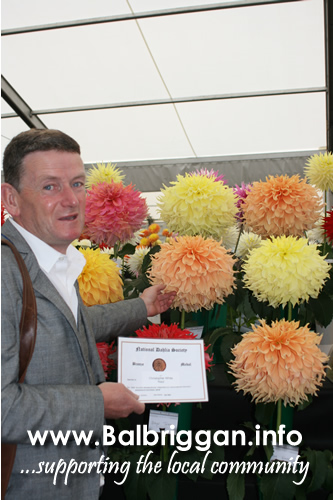Christopher White from Naul wins best Giant Dahlia at Harrigate show 08oct17_2