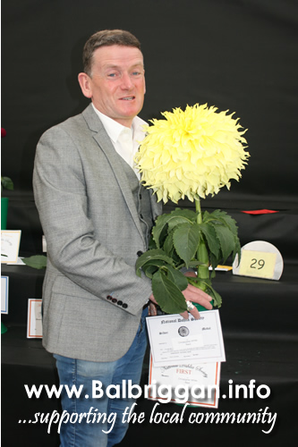Christopher White from Naul wins best Giant Dahlia at Harrigate show 08oct17_3
