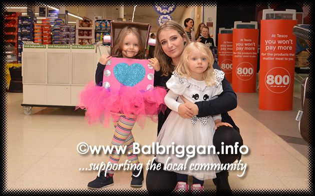 Tricks and Treats at Millfield shopping centre in Balbriggan 28oct17_4
