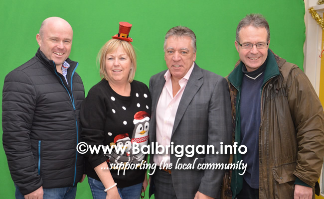 camino walkers present cheque to Remember us 16-dec17_16