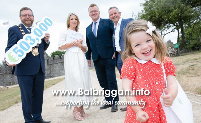 Fiadh Masterson (front) with Mayor of Fingal Anthony Lavin, Mum Karen Kirby-Masterson, Kirbee Fashions Ltd T/A Kirbee who received a Business Priming Grant, Oisí­n Geoghegan, Head of Enterprise, Fingal and Chief Executive of Fingal County Council Paul Reid..