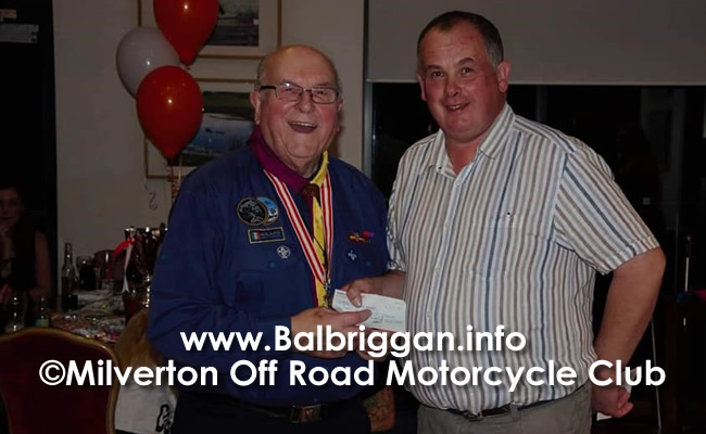 Mr Eddie D'arcy receiving club donation from Andrew Plant2