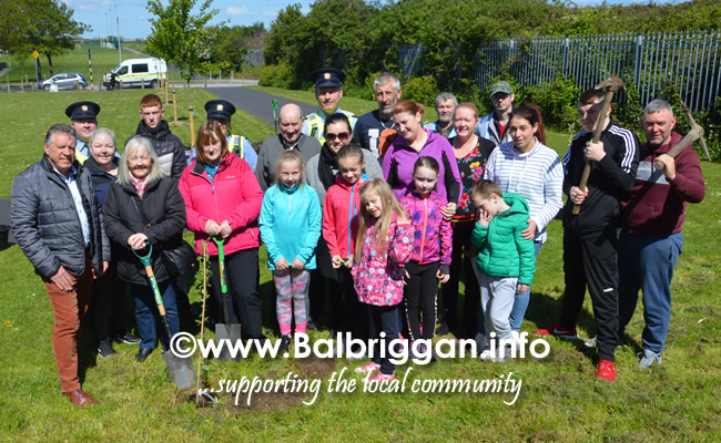 tree planting in Bath road community garden 04may19