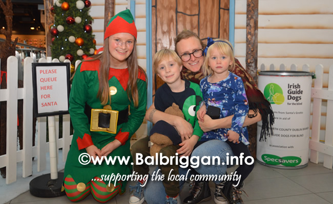 Santa arrives to Millfield shopping centre in Balbriggan 23nov19_14