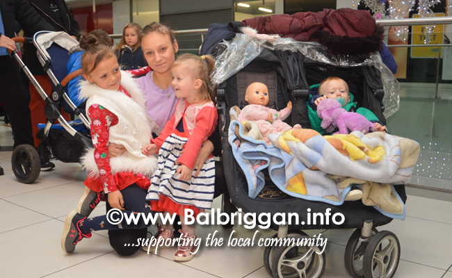 Santa arrives to Millfield shopping centre in Balbriggan 23nov19_15