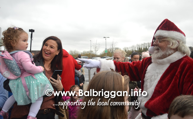 Santa arrives to Millfield shopping centre in Balbriggan 23nov19_2
