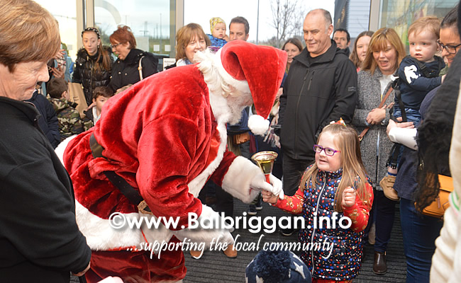 Santa arrives to Millfield shopping centre in Balbriggan 23nov19_3