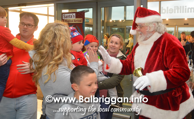 Santa arrives to Millfield shopping centre in Balbriggan 23nov19_4