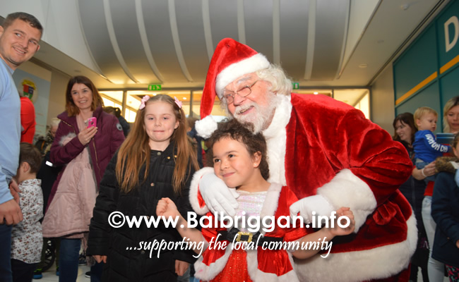 Santa arrives to Millfield shopping centre in Balbriggan 23nov19_6