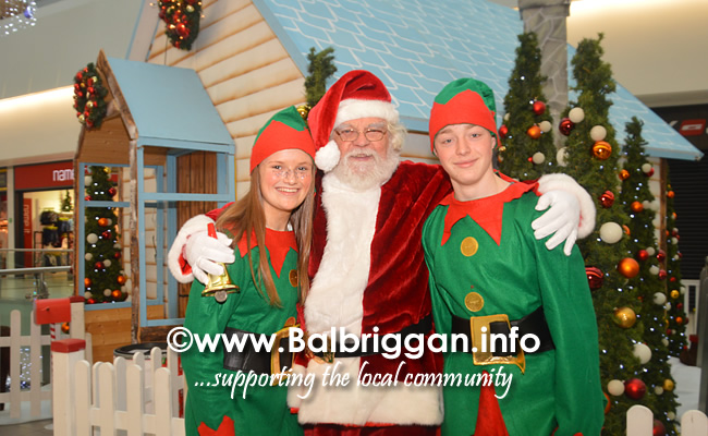 Santa arrives to Millfield shopping centre in Balbriggan 23nov19_7
