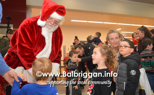 Santa arrives to Millfield shopping centre in Balbriggan 23nov19_8