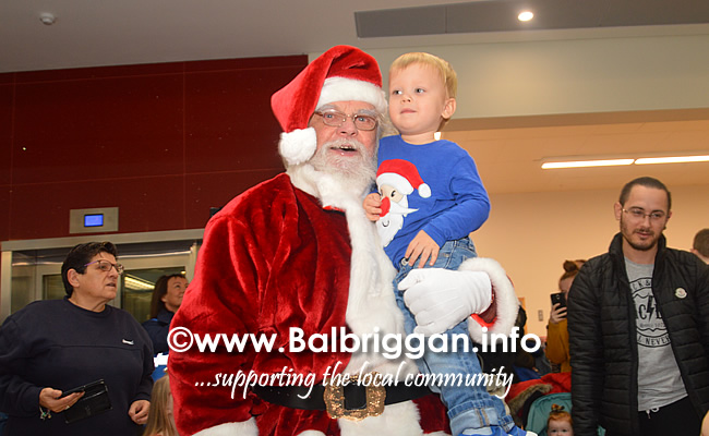 Santa arrives to Millfield shopping centre in Balbriggan 23nov19_9
