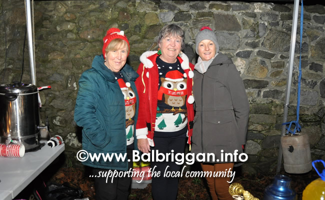Santa switches on the Christmas lights in Balrothery 09dec19