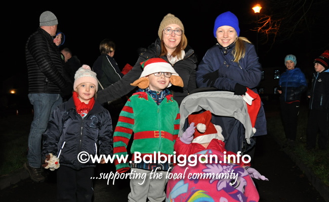 Santa switches on the Christmas lights in Balrothery 09dec19_12