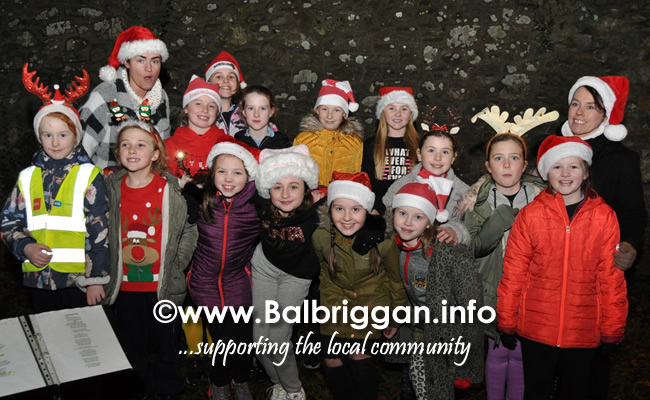 Santa switches on the Christmas lights in Balrothery 09dec19_14