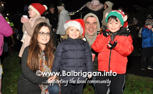 Santa switches on the Christmas lights in Balrothery 09dec19_15