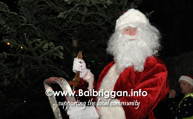 Santa switches on the Christmas lights in Balrothery 09dec19_17