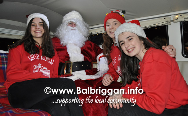 Santa switches on the Christmas lights in Balrothery 09dec19_19