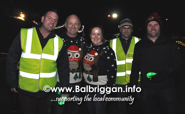 Santa switches on the Christmas lights in Balrothery 09dec19_2
