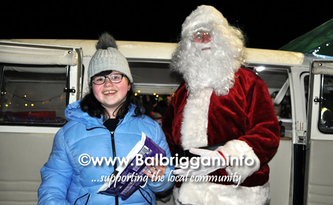 Santa switches on the Christmas lights in Balrothery 09dec19_20