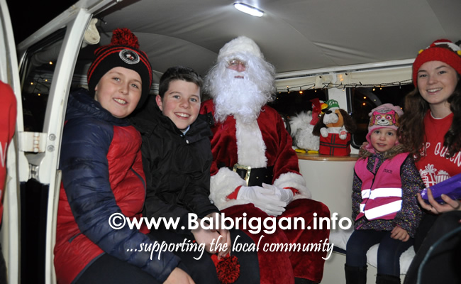 Santa switches on the Christmas lights in Balrothery 09dec19_21