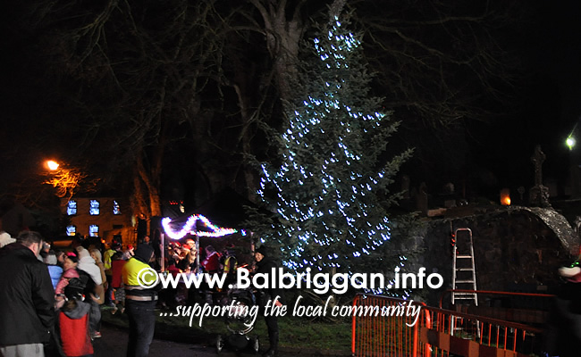 Santa switches on the Christmas lights in Balrothery 09dec19_22