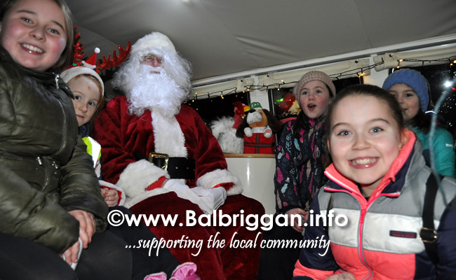 Santa switches on the Christmas lights in Balrothery 09dec19_23