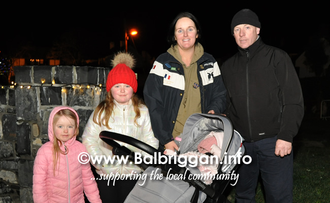 Santa switches on the Christmas lights in Balrothery 09dec19_3