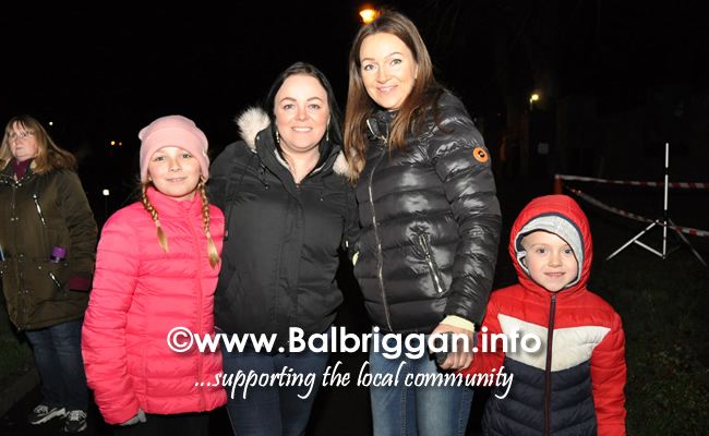 Santa switches on the Christmas lights in Balrothery 09dec19_7