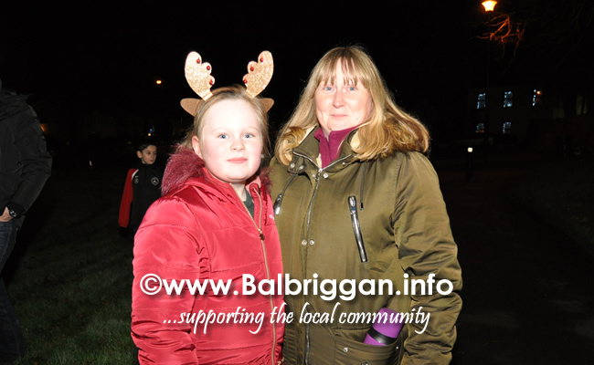 Santa switches on the Christmas lights in Balrothery 09dec19_8