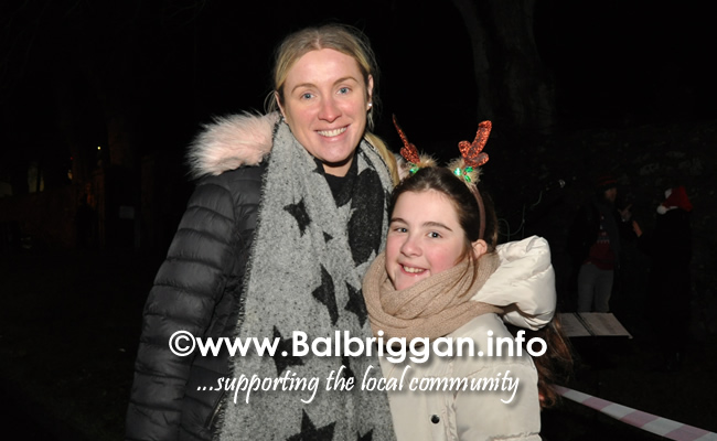Santa switches on the Christmas lights in Balrothery 09dec19_9